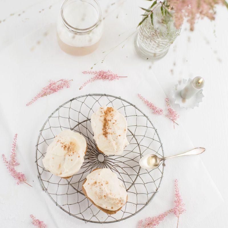 Banana Bread mit Zimtfrosting & Honig