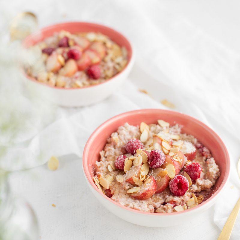 Himbeer-Porridge mit Mandelcrunch