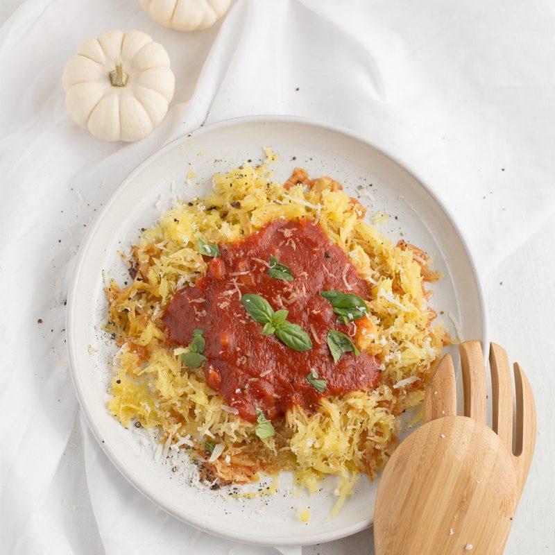 Spaghettikürbis mit Tomatensoße