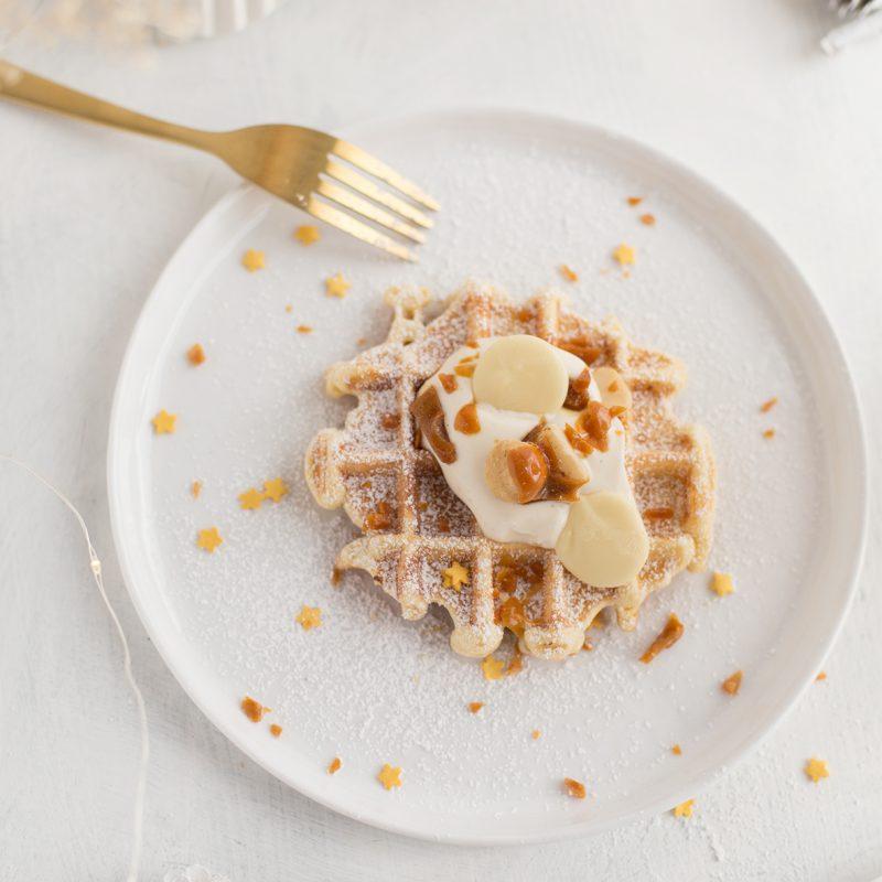 Deluxe Waffeln mit Mandeln, weißer Schokolade und Macadamia