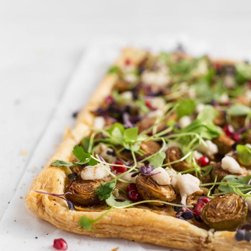 Winterliche Blätterteigpizza mit Rosenkohl und Kartoffeln