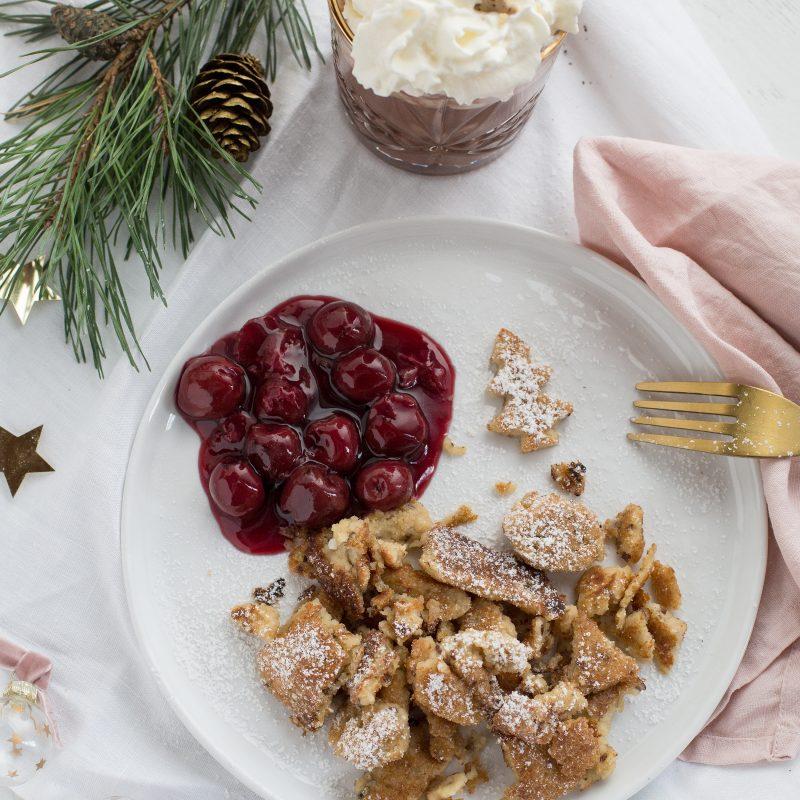 Veganer, glutenfreier zerrupfter Pfannkuchen mit heißen Lebkuchenkirschen und Winter Giveaway