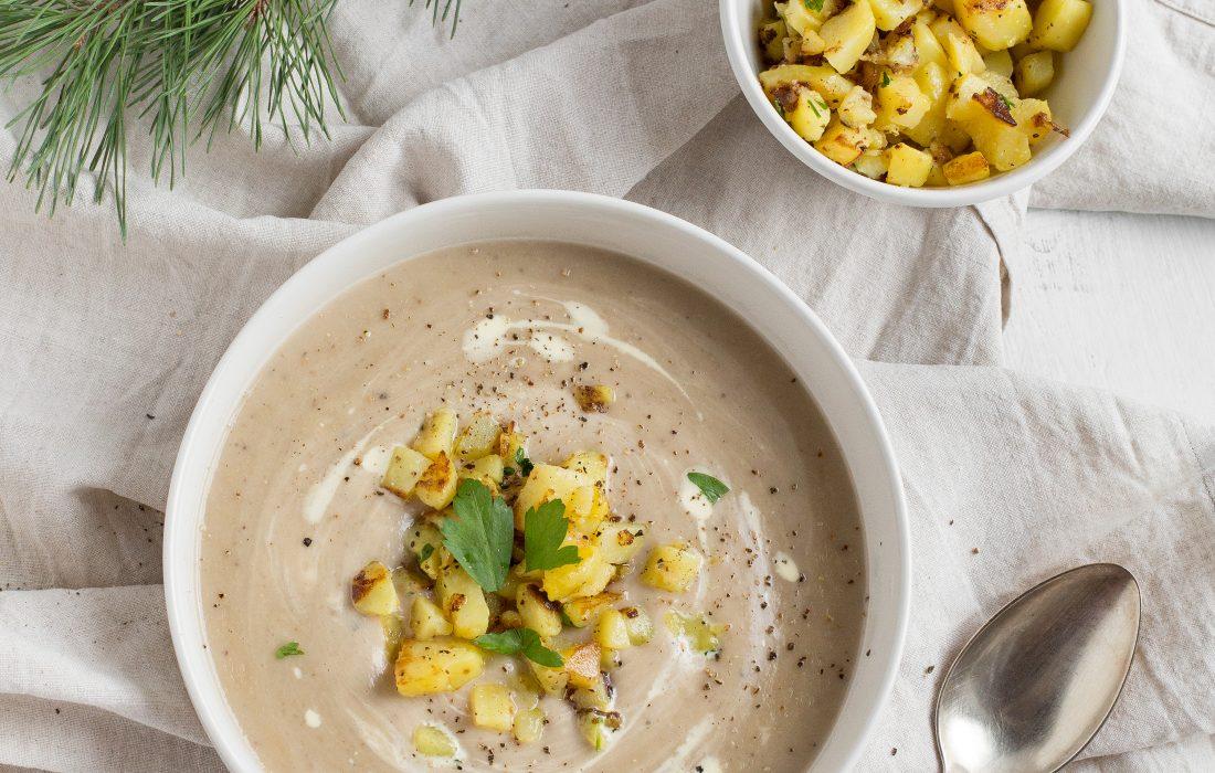 Cremige Maronesuppe mit knusprigen Kartoffelwürfeln