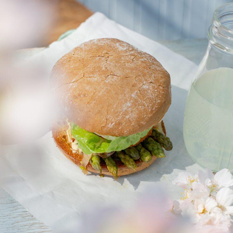 Camembert Spargel Burger