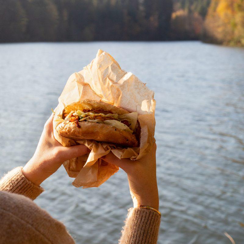 Seespaziergang und Vegetarisches Fladenbrot Sandwich